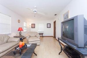 Seaside Bungalow 65 - Vilano Beach Three Bedroom Home, Dovolenkové domy  Vilano Beach - big - 16