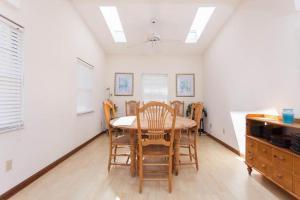Seaside Bungalow 65 - Vilano Beach Three Bedroom Home, Dovolenkové domy  Vilano Beach - big - 15