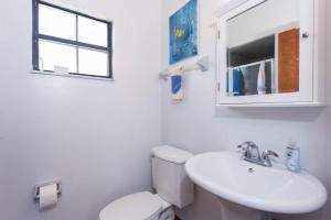 Seaside Bungalow 65 - Vilano Beach Three Bedroom Home, Prázdninové domy  Vilano Beach - big - 18