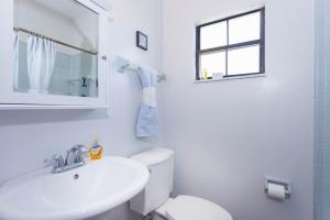Seaside Bungalow 65 - Vilano Beach Three Bedroom Home, Dovolenkové domy  Vilano Beach - big - 10