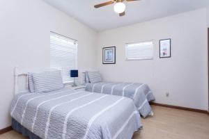Seaside Bungalow 65 - Vilano Beach Three Bedroom Home, Prázdninové domy  Vilano Beach - big - 9