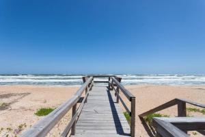 Seaside Bungalow 65 - Vilano Beach Three Bedroom Home, Dovolenkové domy  Vilano Beach - big - 4