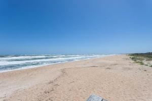 Seaside Bungalow 65 - Vilano Beach Three Bedroom Home, Prázdninové domy  Vilano Beach - big - 2