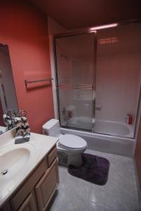 (3B) Private Room with King Bed, Wet Bar and Dining near Daly City BART Subway Station