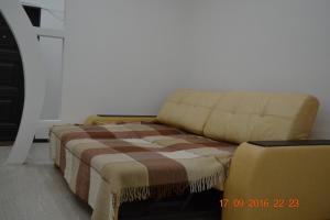 (Comfort Apartment on Yadrintseva 1)