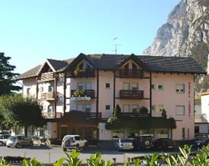 Nearby hotel : Albergo Ideal