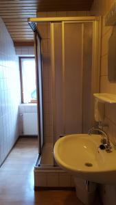 Landhaus Neubauer - Zimmer, Bed and Breakfasts  Millstatt - big - 34