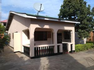 Deo's Volunteers House