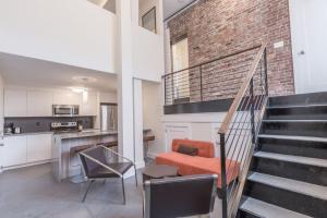 Three-Bedroom Apartment on Mas..