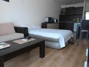 livi paradise, Apartments  Sunny Beach - big - 4