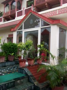 Singhasan House