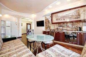 Comfort in Historical Center of Odessa, Apartments  Odessa - big - 53