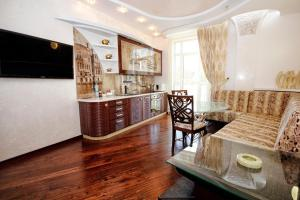 Comfort in Historical Center of Odessa, Apartments  Odessa - big - 55