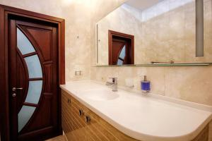 Comfort in Historical Center of Odessa, Apartments  Odessa - big - 57