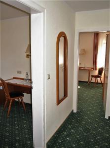 Hotel Fidelitas, Penziony  Bad Herrenalb - big - 3