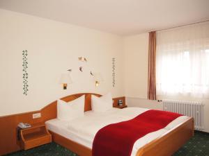 Hotel Fidelitas, Penziony  Bad Herrenalb - big - 14