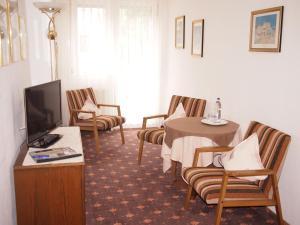 Hotel Fidelitas, Penziony  Bad Herrenalb - big - 12