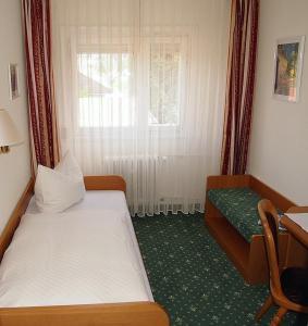 Hotel Fidelitas, Vendégházak  Bad Herrenalb - big - 11