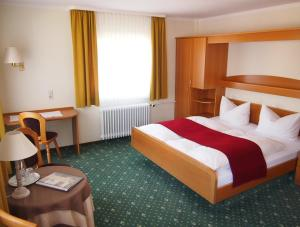 Hotel Fidelitas, Penziony  Bad Herrenalb - big - 10