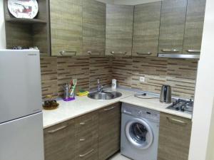 Apartment on Parnavaz Mepe 2-94, Apartments  Batumi - big - 8