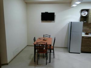 Apartment on Parnavaz Mepe 2-94, Apartments  Batumi - big - 14