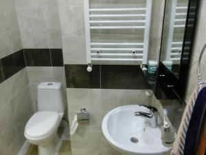 Apartment on Parnavaz Mepe 2-94, Apartments  Batumi - big - 15