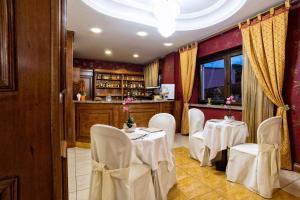 Hotel Ristorante Donato, Hotely  Calvizzano - big - 119