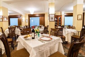 Hotel Ristorante Donato, Hotely  Calvizzano - big - 118