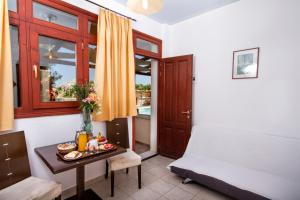 The Birds Villa Apartments(Perissa)