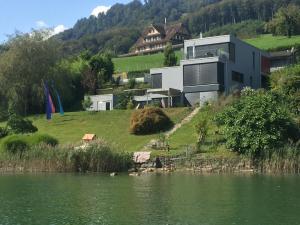 Villa am See mit einzigartigem Ausblick