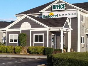 Budgetel Inn & Suites-Birmingham East