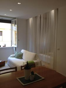 White Apartment in San Giovanni