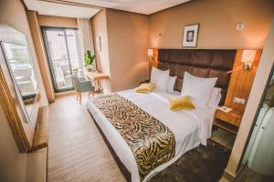 Price Down Town Hotel By Business & Leisure Hotels
