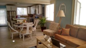 Ocean Acacia Apartment