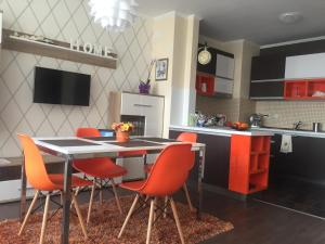 Orange Apartment in Royal City Complex