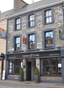Qc's Townhouse & Seafood Restaurant