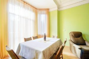 Vip-kvartira Leningradskaya 1A, Apartmanok  Minszk - big - 20