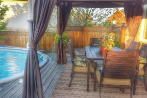 4 bedroom-house with Pool and Hot Tub Downtown, Apartmány  Gatineau - big - 6