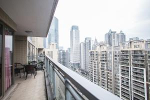 Huanqiu L Apartment Zhonghai Flower City Bay