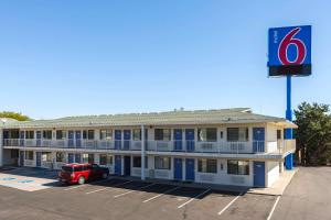 Motel 6 Reno West, Отели  Рено - big - 1