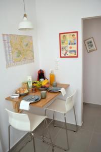 Matrozou Street Apartment with Spacious Terrace, Ferienwohnungen  Athen - big - 8