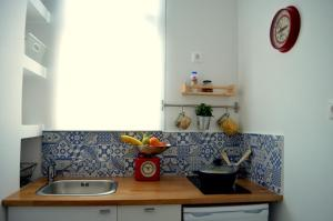 Matrozou Street Apartment with Spacious Terrace, Ferienwohnungen  Athen - big - 5