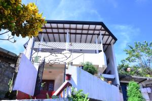 Kandyan White Holiday Homes