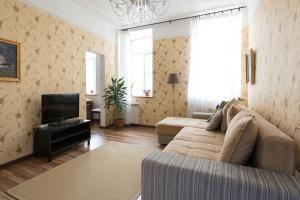 Apartment center Vosstaniya square