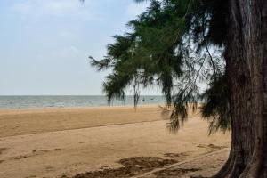 Sandy Beach Condo 15E, Appartamenti  Petchaburi - big - 10