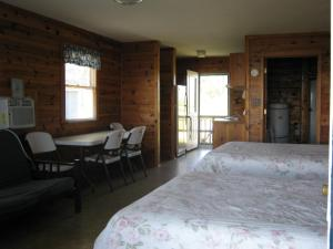 Virginia Landing Camping Resort Cabin 14, Ferienparks  Quinby - big - 13