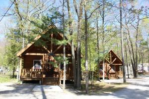 Tranquil Timbers Deluxe Cabin 5, Holiday parks  Sturgeon Bay - big - 1