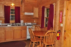 Tranquil Timbers Deluxe Cabin 5, Holiday parks  Sturgeon Bay - big - 15