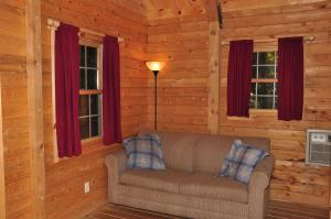 Tranquil Timbers Deluxe Cabin 5, Holiday parks  Sturgeon Bay - big - 16