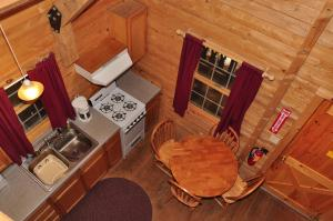 Tranquil Timbers Deluxe Cabin 5, Holiday parks  Sturgeon Bay - big - 6